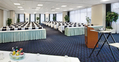 Spacious meeting room for business events
